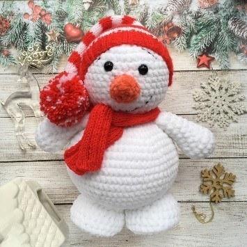 Вязаный снеговик крючком