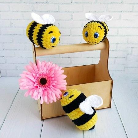 Вязаная пчёлка крючком