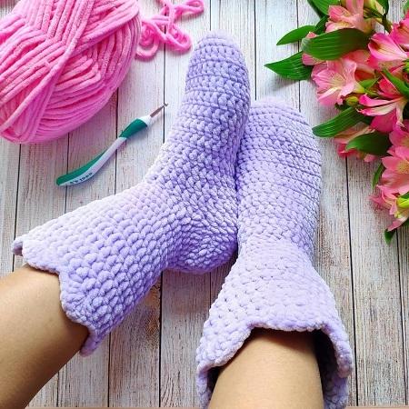 Вязаные носки сапожки крючком
