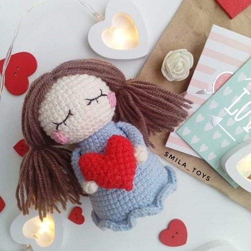 Кукла Валентинка крючком
