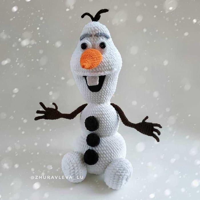 Вязаный снеговик Олаф амигуруми