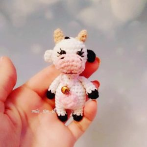 Маленькая коровка амигуруми