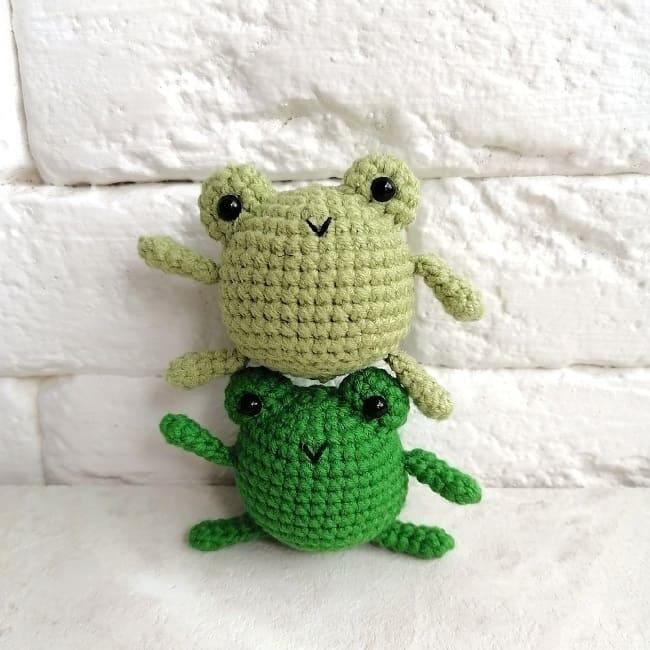 Лягушка-малышка амигуруми